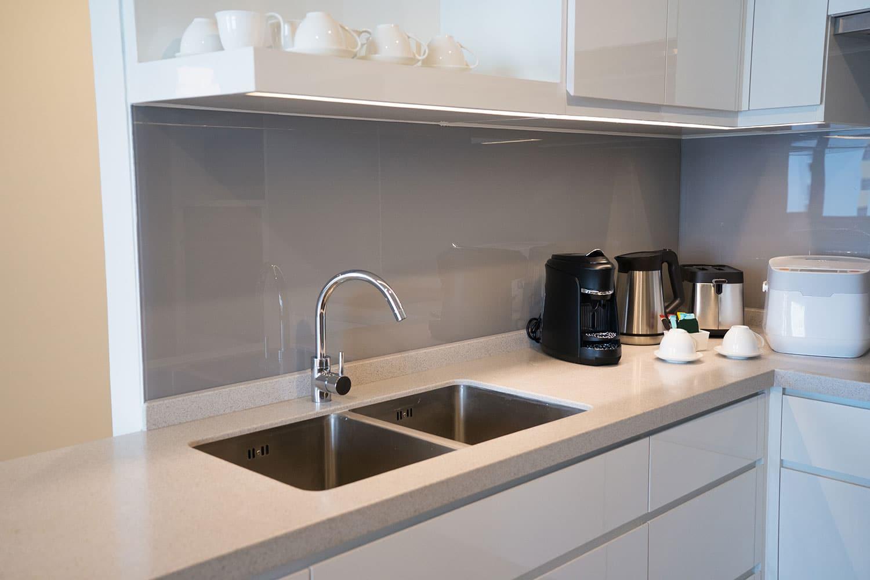 Teyo Diseños: colores claros para una cocina pequeña
