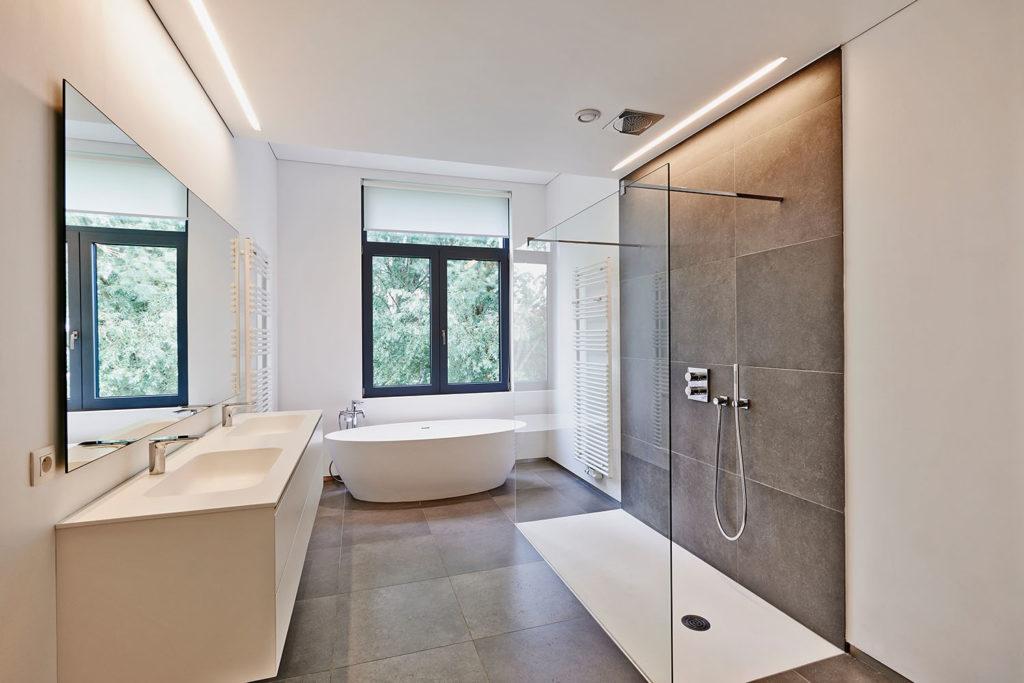 Teyo Diseños: baño y ducha blanco
